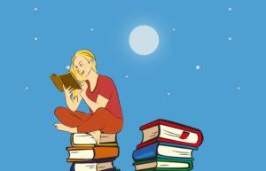 un enfant juché sur une pile de livres est en train de lire, à la lumière du clair de lune et des étoiles